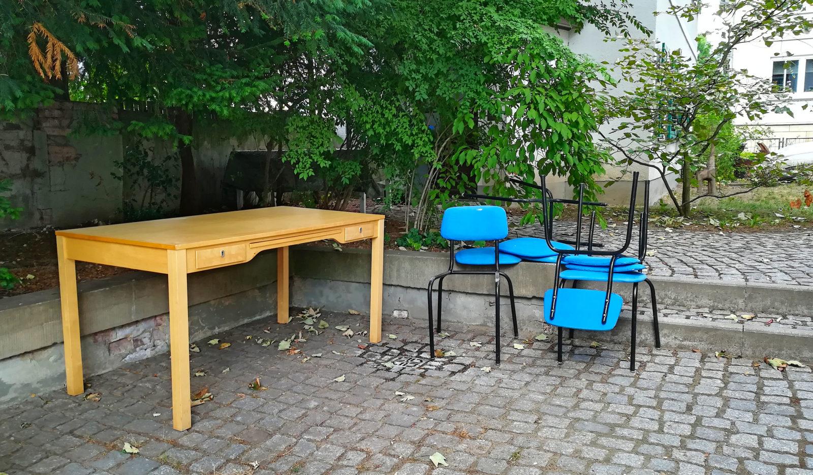 Obdachlose Stühle und Tische in Blasewitz? Nicht mehr lang...